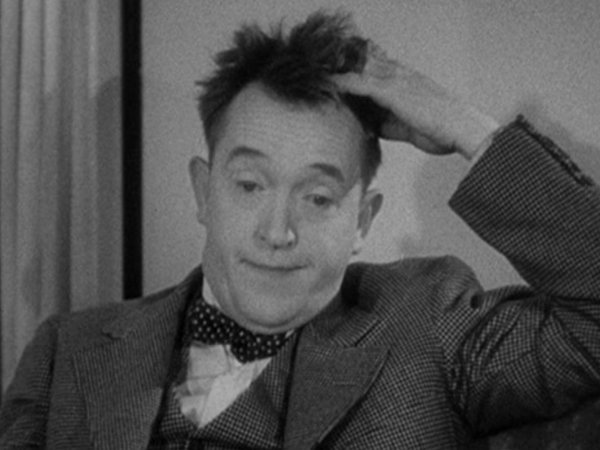Stan Laurel scratchin his head